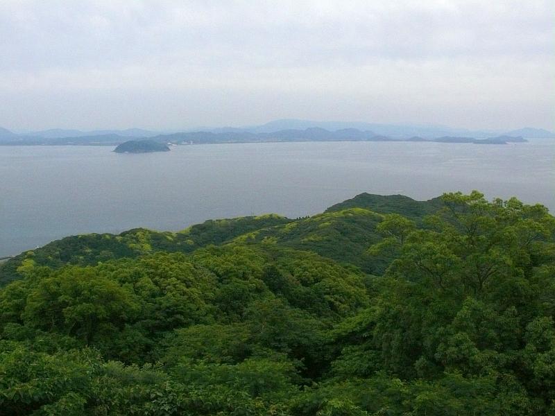 宗像大島の御嶽山から本土を望む